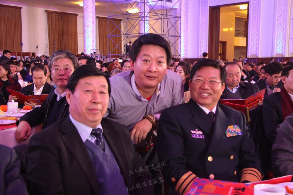 钱建恒和中国美协刘大为主席在人民大会堂合影