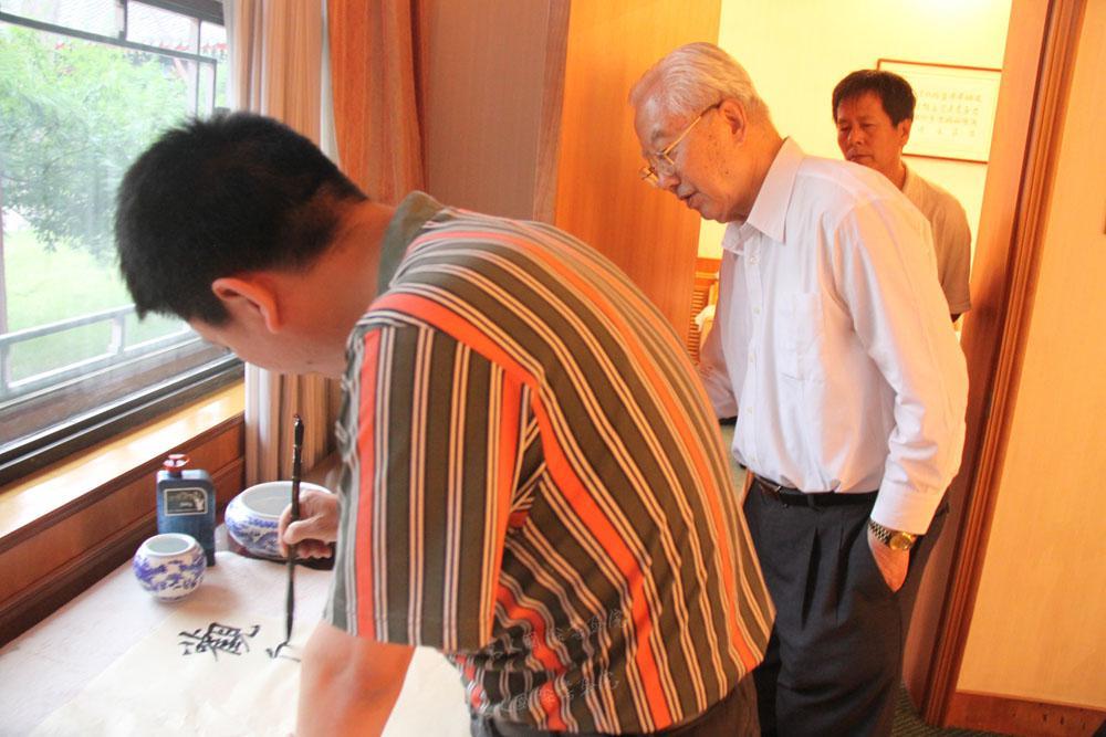 原中国书协副主席刘艺先生辅导钱建恒书法